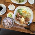 白壁のカフェ、自分好みにランチをカスタマイズできる「選べる定食」
