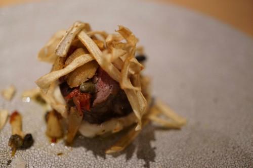 アコンプリ (accompli)牛肉のステーキ