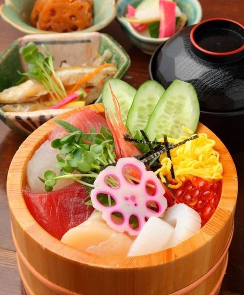 おばんざい黒亀 厳選7種の海鮮丼