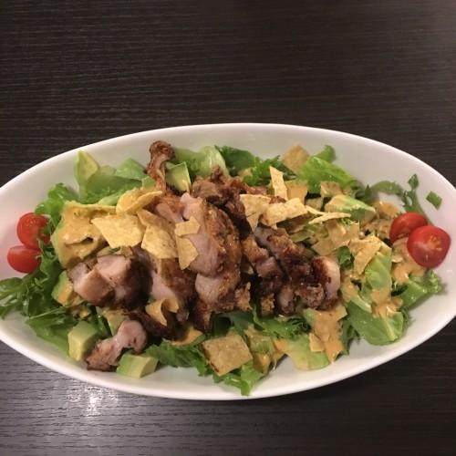 ハイファームバーガー ( HIGH FARM BURGER)チキンとアボカドのコブサラダ
