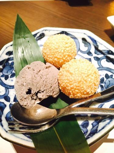 中華料理 吉珍樓(キッチンロウ)胡麻団子のアイスクリーム添え