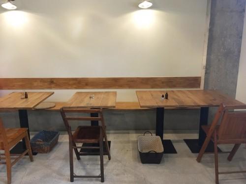 店内 テーブル