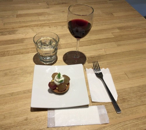 巨峰タルトを赤ワイン