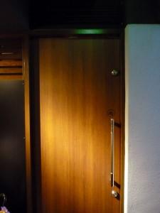 コニクヤマ ドア