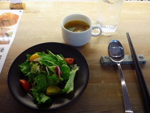 サラダと牛スジスープ