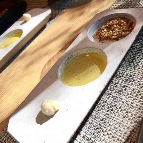 デュカ、オリーブオイルと自家製のバター