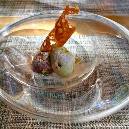 フランボワーズ風味のガナッシュとピスタチオのアイスクリーム