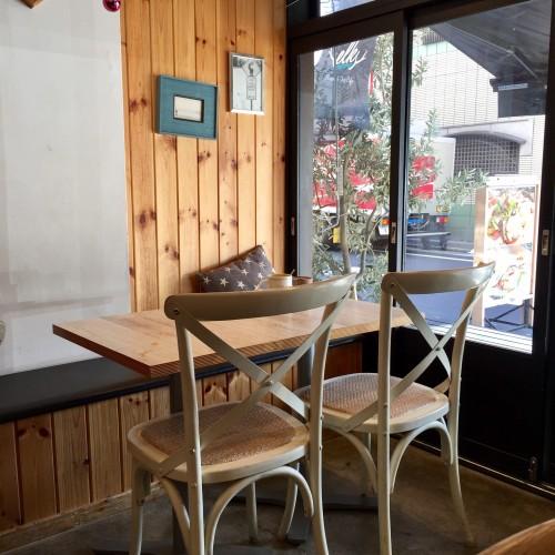 elk (エルク)テーブル席とカウンター席