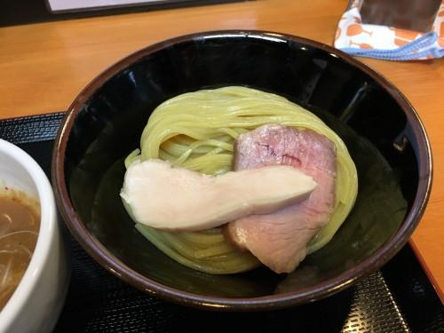 鶏と豚の低温調理のチャーシュー
