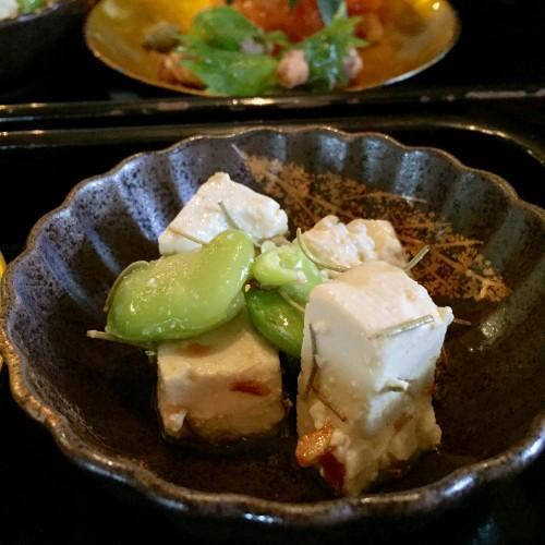 豆腐とそら豆の和え物