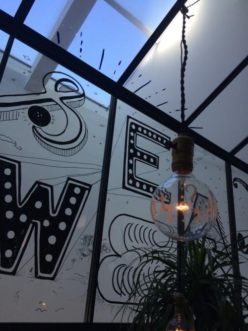 メゾン イー (Maison YWE)店内 電球