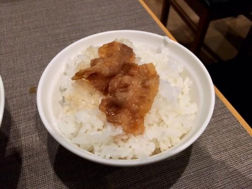 米の上に肉