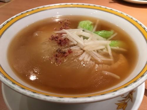 フカのヒレの煮込み麺