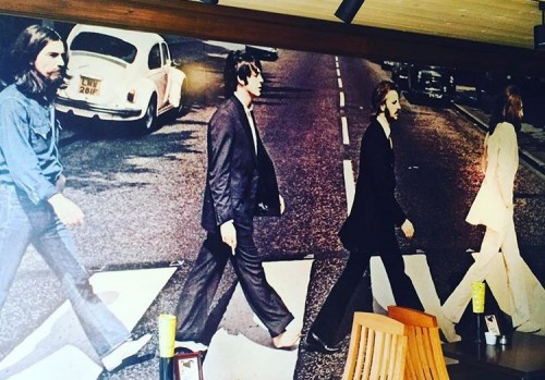 Abbey Road (アビー ロード) 店内