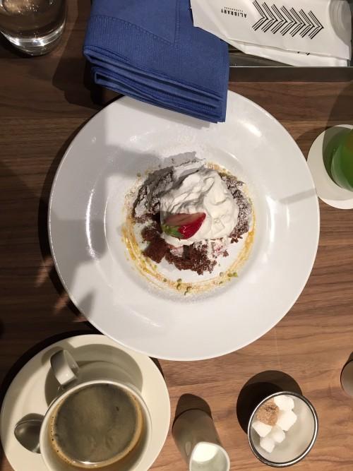 苺とビスキュイショコラのショートケーキ