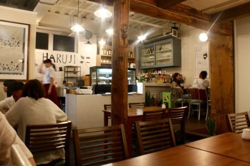 本山 de cafe HARUJI (モトヤマ デ カフェ ハルジ) 内観