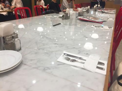 クリントンストリートベイキングカンパニー テーブル