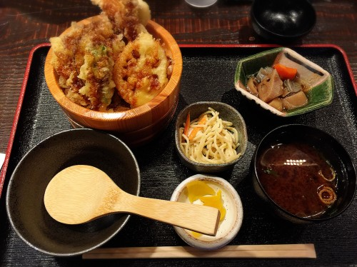 おばんざい黒亀 エビとアナゴの旬野菜天丼