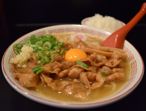 豚鯱(とんしゃち)豚玉そば800円(税込)