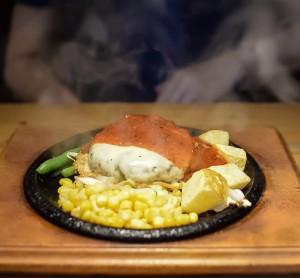 名東区上社で国産黒毛和牛を味わうこだわりハンバーグ