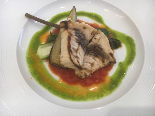 サバのグリエ トマトとバジルのソース
