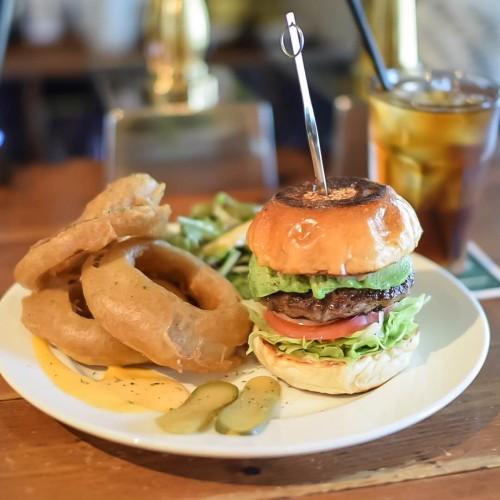 ランチのハンバーガーセットは1100円