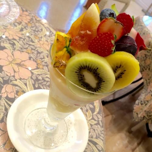 季節のフルーツパフェ ¥980