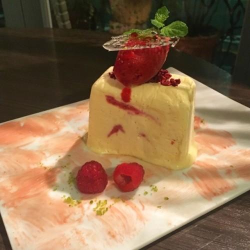 フランボワーズのセミフレッドケーキ