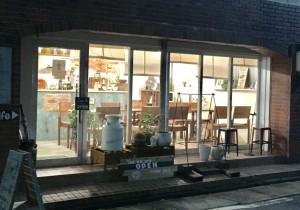 名古屋市博物館近くにある木製にこだわったお洒落カフェ