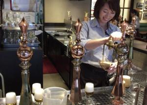 名駅|「3回注ぎ」をする工場直送の樽生ビール!