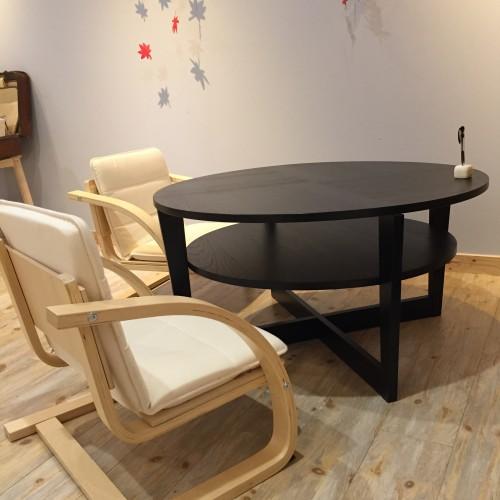 座椅子の高さに近いほどの低いテーブル席やソファー席
