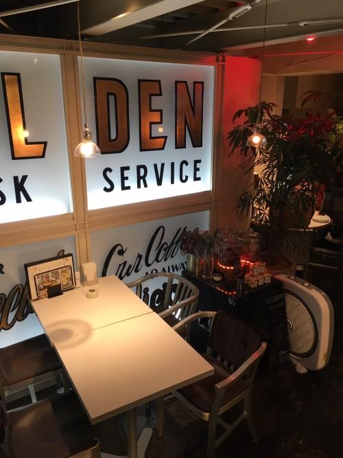 ゴールデンチャイルドカフェ (Golden child cafe) 店内