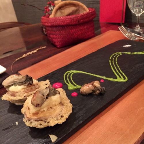 原木椎茸のフリットに燻製したスズキのペースト