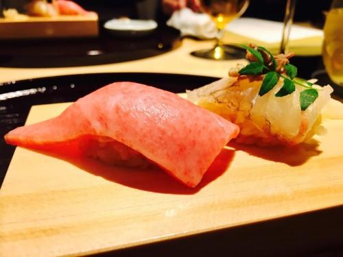 近江牛肉の握り寿司と、活き鯛の握り