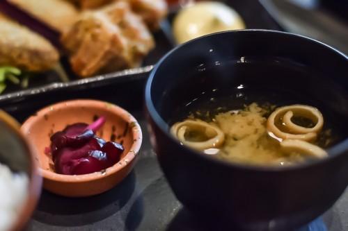 お味噌汁・お漬物・ご飯