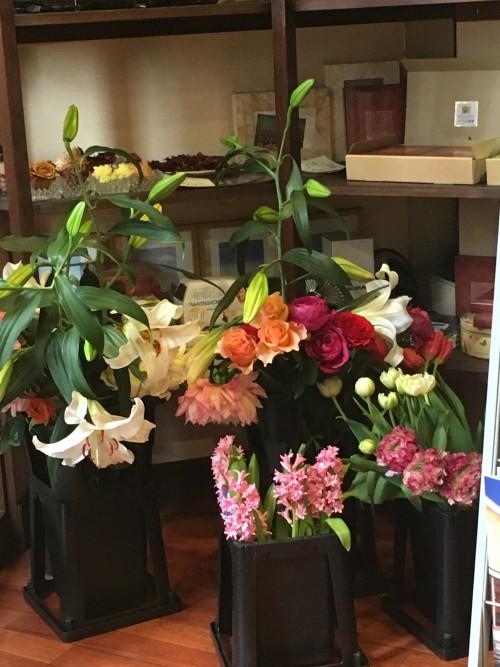 スパイスの秘境 店内 花