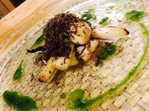 温かい前菜の真牡蠣と春菊
