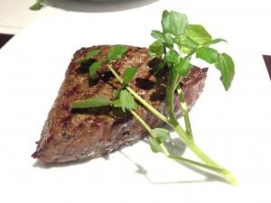名駅/国際センター 外堀通りにある国産黒毛和牛の熟成肉に舌鼓