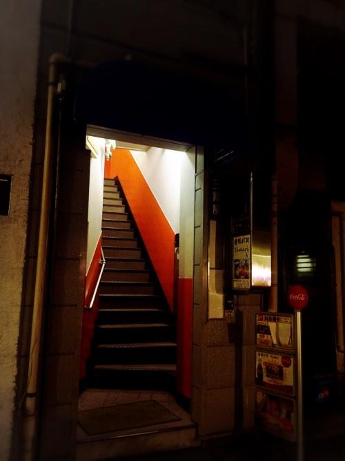 タマリ (Tamari) 入り口の階段