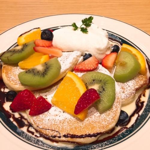ミックスフルーツのパンケーキ ¥1,050。