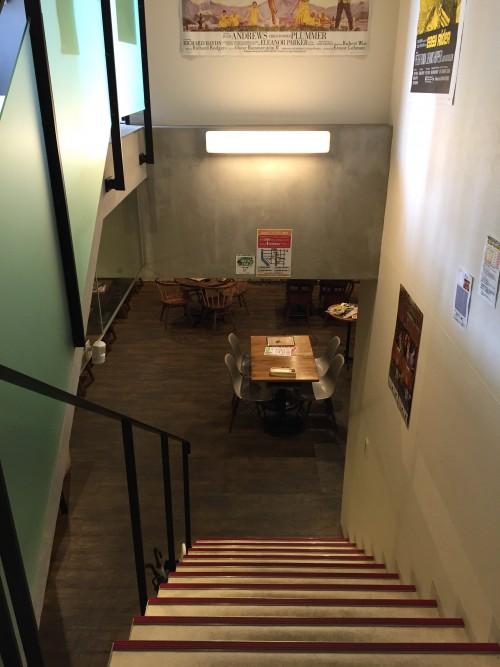BERKELEY CAFE (バークレーカフェ) 階段