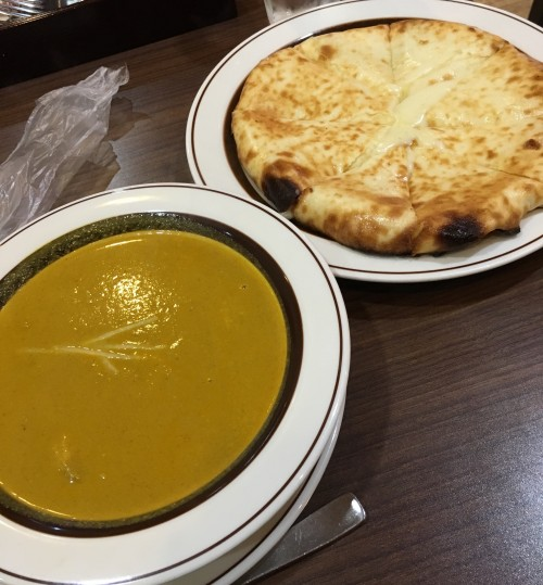 ポークカレーとチーズナン