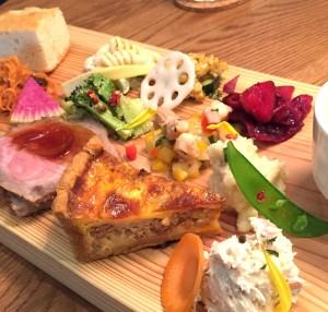 名東区一社|なんと10種類のデリとメイン料理が1皿に!見た目も華やかなご馳走カフェランチ