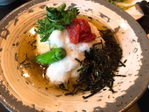 梅とろろの揚げ出し豆腐(530円)