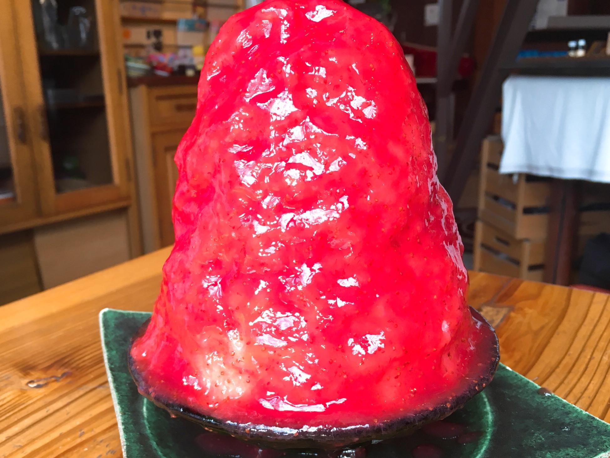 尼ヶ坂|インパクト大!毎年人気の真っ赤に艶めくかき氷