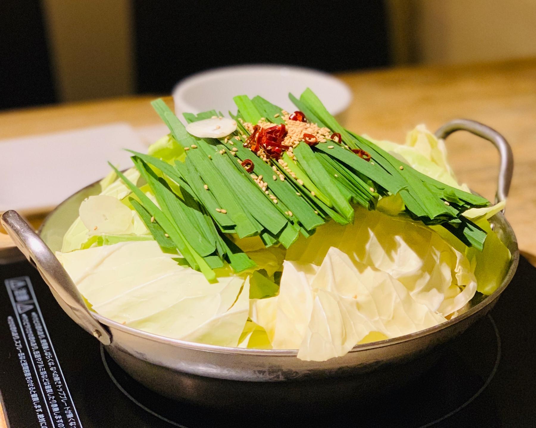 矢場町|博多の料理人が作る本場の味を味わえる、もつ鍋専門店
