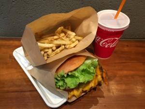 伏見|地下街で発見!リーズナブルに本格的な味が楽しめちゃうハンバーガー専門店!