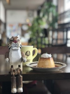 本星崎|一目惚れしたのはトラのお尻とプリン!今流行りの硬めの焼きプリンが味わえるカフェ