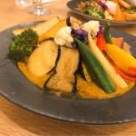 名東区|フォトジェニック!1/2日分のカラフル野菜の乗ったカレーが楽しめるカフェ