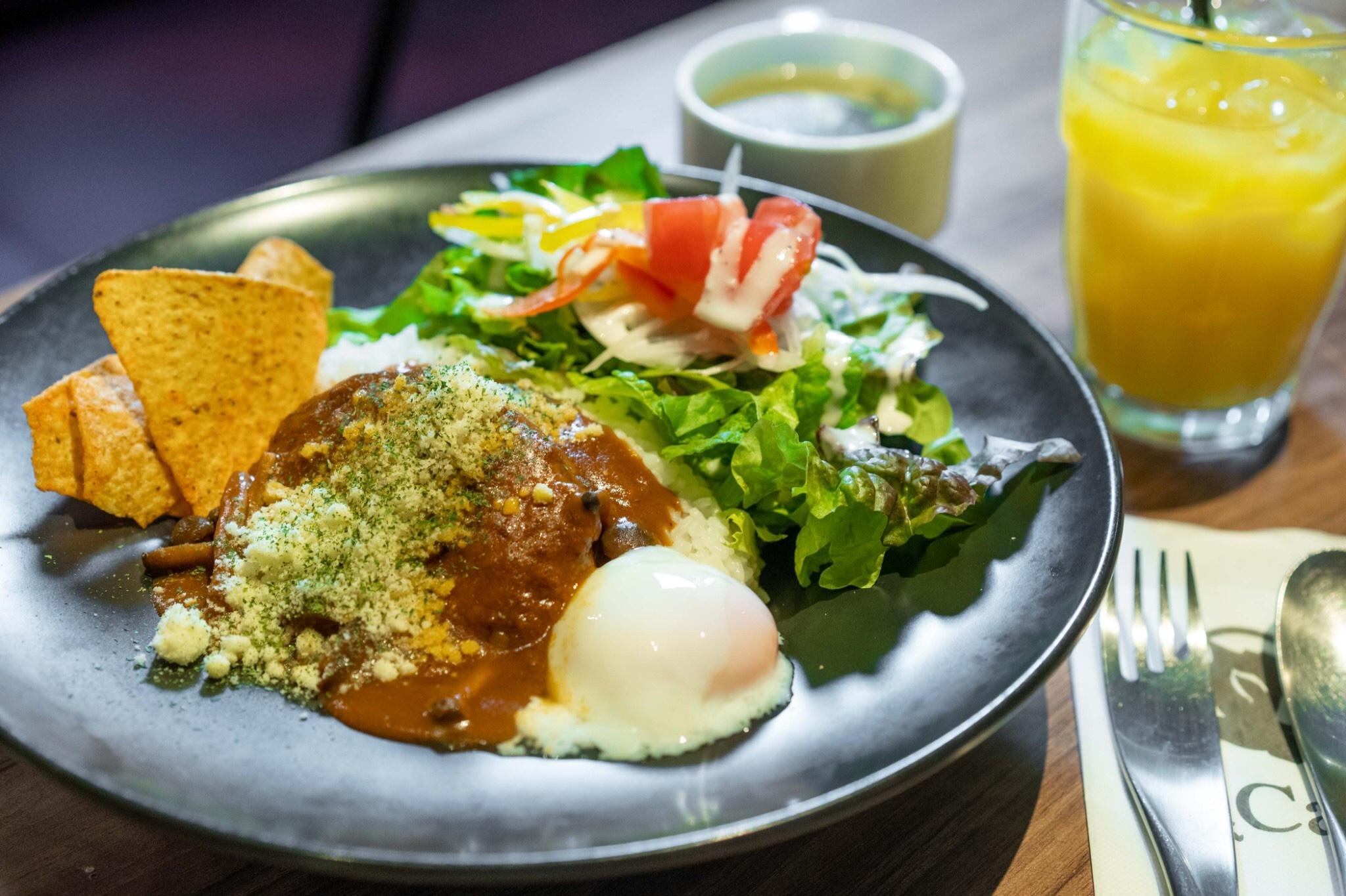名駅|駅直結!緑いっぱいのくつろぎ空間でお得なランチを味わえるカフェ